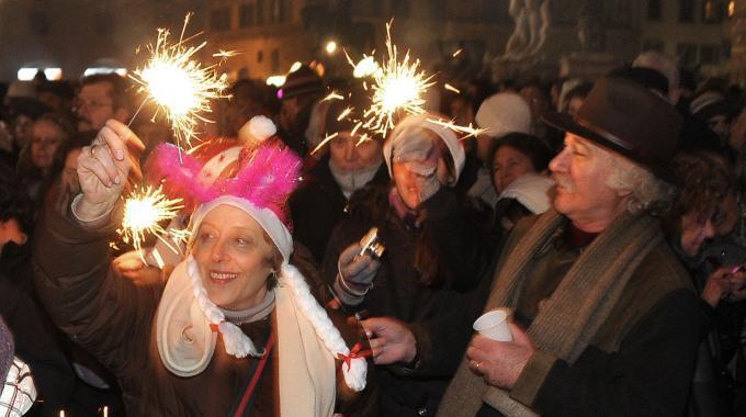 La classifica dei 10 peggiori vicini di festa in piazza a Capodanno